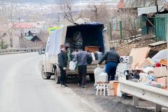 Chusovoy, région de Perm, Russie - 16 avril 2017 : Chargement de chose Image stock