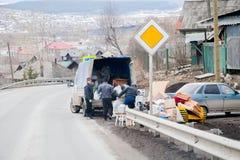 Chusovoy, région de Perm, Russie - 16 avril 2017 : Chargement de chose Photo stock