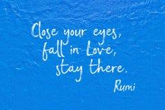 Chute dans le bleu Rumi d'amour Photo stock