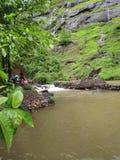 Chute de l'eau chez Neral près de Mahtheran photos libres de droits