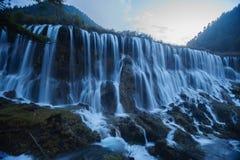 Chute de l'eau sur la vallée de Jiuzhaigou Images stock