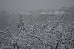 Chute de neige au-dessus d'une ville Photo libre de droits