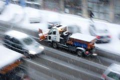Chute de neige importante dans les rues de ville Photos libres de droits