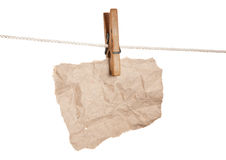 Chute de papier sur pinces à linge en bois Photos libres de droits