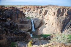 Chute de point de flèche Le canyon orange de rivière chez Augrabies tombe parc national Le Cap-du-Nord, Afrique du Sud Images libres de droits