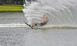 Chute de skieur de l'eau image libre de droits