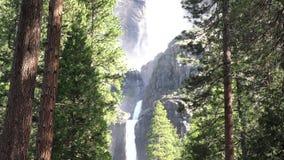 Chute inférieure et supérieure de yosemite, parc national de Yosemite, la Californie, Etats-Unis banque de vidéos