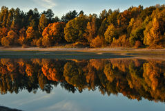 Chute sur le lac Photo libre de droits