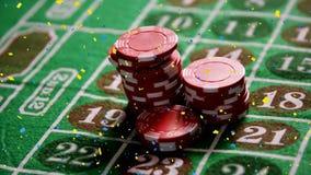 Chute symbolique sur la table de casino banque de vidéos