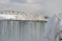 Chutes 3 d'hiver congelées par Niagara photographie stock libre de droits