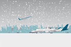 Chutes de neige dans l'aéroport Image stock