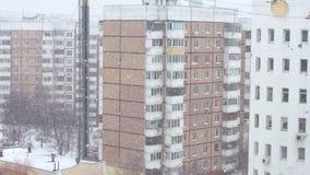 Chutes de neige dans le secteur de ville banque de vidéos