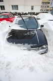 Chutes de neige extrêmes - voiture emprisonnée Image libre de droits
