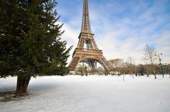 Chutes de neige lourdes à Paris Photo stock