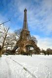 Chutes de neige lourdes à Paris Photo libre de droits