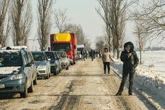 Chutes de neige sur la route Photo libre de droits