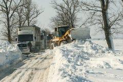 Chutes de neige sur la route Image libre de droits