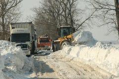 Chutes de neige sur la route Photos stock