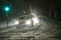 Chutes de neige sur les rues de Velika Gorica, Croatie Photographie stock