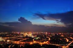 Chutes de nuit de ville Photographie stock