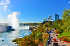 Chutes du Niagara dans un jour ensoleillé en automne dans le Canada Images stock