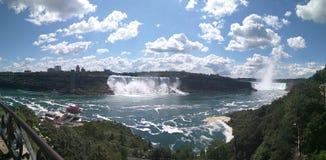 Chutes du Niagara de vue panoramique Images stock