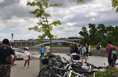 Chutes du Niagara, le 24 juin : Pont en arc-en-ciel des chutes du Niagara dans la province d'Ontario du Canada photos stock