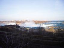 Chutes du Niagara le soir en hiver Images libres de droits