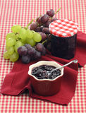 Chutney av röda och vita druvor royaltyfria bilder