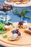 Chutney della cipolla con formaggio blu Fotografie Stock Libere da Diritti