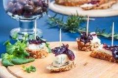 Chutney della cipolla con formaggio blu Fotografia Stock Libera da Diritti