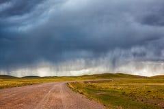Chuva acima da estrada no estepe de Cazaquistão Fotos de Stock Royalty Free
