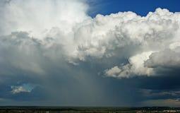 Chuva das nuvens de tempestade fotos de stock royalty free