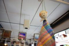 A chuva de choque da boneca feita da tanga Fotografia de Stock Royalty Free