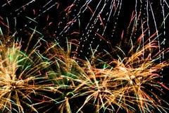 Chuva de explosões dos fogos de artifício imagem de stock royalty free