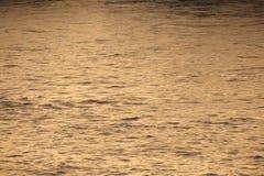 Chuva de Tamisa do rio/água calma romântica/domingo/noite do por do sol fotografia de stock