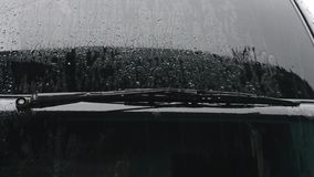 Chuva e carro video estoque