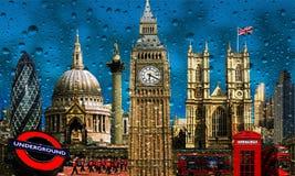 Chuva em construções do marco da skyline de Londres imagens de stock