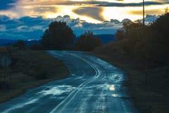 Chuva fresca olá! na estrada a Taos, New mexico - Bywa cênico nacional foto de stock