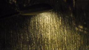 A chuva pesada com som de troveja video estoque