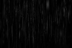 chuva pesada realística em um fundo preto imagem de stock royalty free