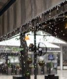 Chuva que foge o telhado Foto de Stock