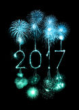 2017 chuveirinhos do fogo de artifício do ano novo feliz Fotos de Stock