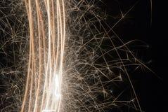 Chuveirinhos; fogos-de-artifício; queimadura; ouro; fogo; quente; chama; Newyear; efervescência; faíscas; queimaduras; luz; celeb Fotografia de Stock Royalty Free