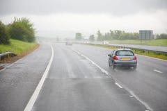 Chuveiro da tarde em uma estrada fotografia de stock
