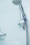 Chuveiro de prata com água de fluxo Foto de Stock Royalty Free