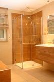Chuveiro moderno do banheiro. imagem de stock royalty free