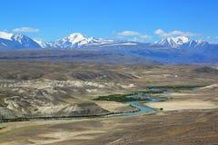 Chuya River Valley en las montañas de Altai Foto de archivo libre de regalías