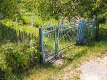 Chwiejne żelazna brama Zdjęcia Stock