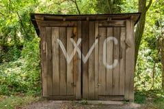 Chwilowy drewniany wc zdjęcia royalty free